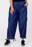 Jeansbroek Kekoo, jeansblauw stone washed, taille met een koord, doorgestikte naden, steekzakken en zakken op kniehoogte_