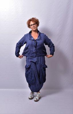 Blouse/ jasje kort, Kekoo, blauw washed out, met veel ruit details, lange mouw, recht model