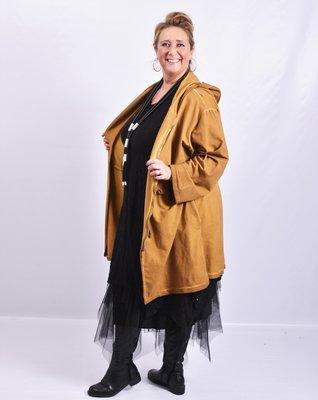 Vest/ jas La Bass, okergeel, capuchon, zakken op voorpand, ritssluiting
