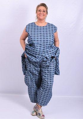 Broek, La Bass, jeansblauw geruit, grote zak op zijkant linkerbeen, elastische taille, steekzakken
