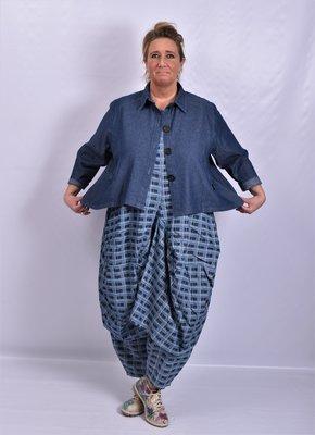 Jasje/ blouse La Bass, jeansblauw stone washed, kraag, zakken op voorpand en knoopsluiting