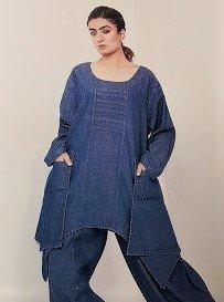 Tuniek, la Bass jeansblauw, grote A-lijn, grote zakken op voorpand, asymmetrisch, plooien op borsthoogte