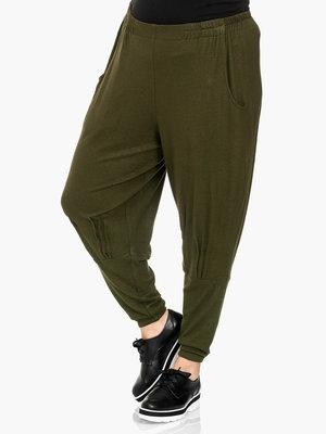 Broek Kekoo armygroen, elastische taille, mooie zakken en platte looitjes op kniehoogte
