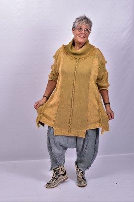 Trui Kekoo okergeel gebreide trui met aangezette lange mouw, col met rafels en rafels op de trui