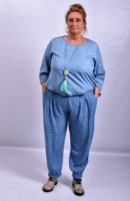 Broek, licht blauw, Moonshine, met brede tailleband en band onderaan de pijp
