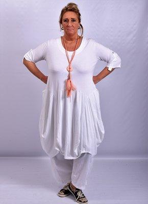 Moonshine witte ruim vallende lange jurk met bollingen en zakken, oprolbare mouw