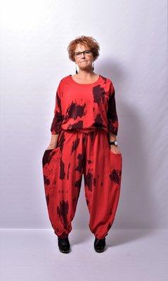 Broek, La Bass, rood met zwarte print, steekzakken, elastische taille