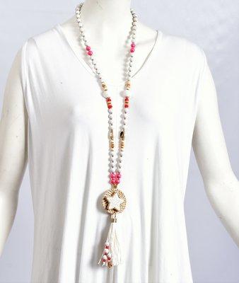Ibiza ketting van kralen en schelpen met flosjes, wit/roze/beige