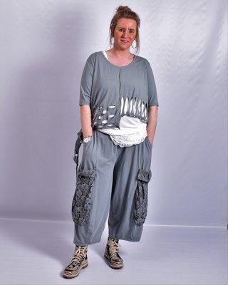 Ballonbroek  ruime broek, grijs, grote zakken op been, rekbare.