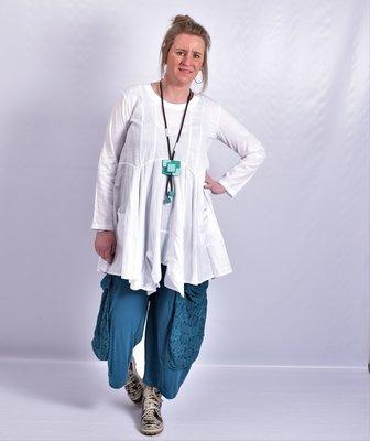 Tuniek wit, A-lijn, asymmetrisch, zakken op voorpand,  lange mouw,