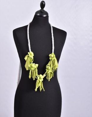 Myrjo stoffen lime/grijs handgemaakte ketting met bloemen