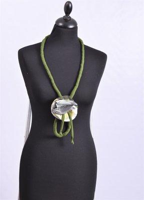 Myrjo stoffen groen/wit/zwart handgemaakte ketting  met bloem