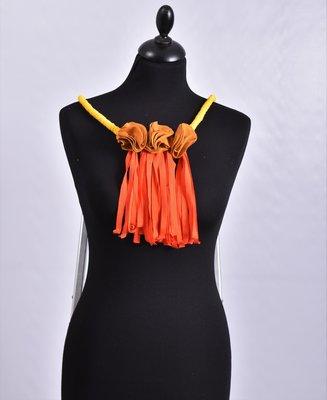 Myrjo stoffen geel/oranje handgemaakte ketting met bloemen