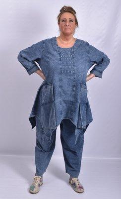 Broek, La Bass, jeansblauw, stone washed, grote zak op kniehoogte, elastische taille, steekzakken