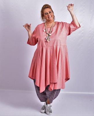 Jurk, la Bass roze, grote A-lijn, halflange mouw, klokkend model vanaf de taille