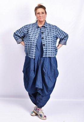 Jasje/ blouse La Bass, jeansblauw geruit, kraag, zakken op voorpand en knoopsluiting