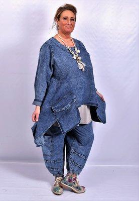 Broek, La Bass, jeansblauw, grote zakken op kniehoogte, elastische taille, grote steekzakken, stone washed.