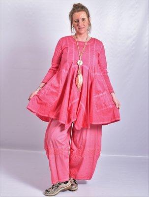 Tuniek roze, A-lijn, asymmetrisch, zakken op voorpand,  lange mouw,