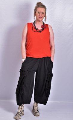 Ballonbroek  ruime broek, zwart, grote zakken op been, rekbare.