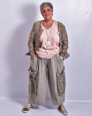 Ballonbroek  ruime broek, taupe, grote zakken op been, rekbare.