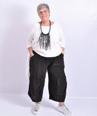 Broek, zwart,  wijd model met grote zakken op voorkant, elastische taille, linnen