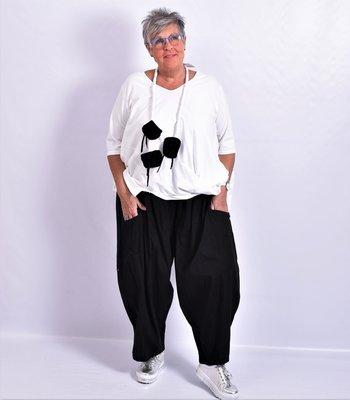Broek zwart, rekbare taille, zakken, wijd model