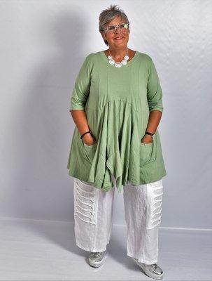 Tuniek olijf groen, tricot, A-lijn, asymmetrisch, zakken op voorpand,  7/8 mouw,