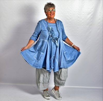 Tuniek blauw, A-lijn, asymmetrisch, zakken op voorpand,  lange mouw,