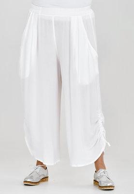 Broek, wijd model, Kekoo, wit, elastische taille, 7/8ste lengte,ophaaltjes aan de zijkant