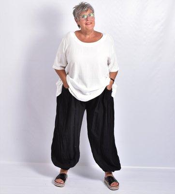 Ballonbroek, zwart, zakken, gestikten plooien, rekbare taille,linnen/katoen.