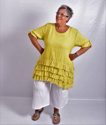 Tuniek mosterdgeel 100% linnen met rafelsstroken, A/lijn,opraalbare mouw.