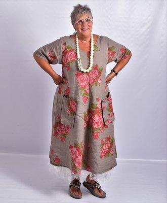Jurk, taupe bloemenprint, 100% linnen, korte mouw, mooie A-lijn, zakken op voorpand, V-hals voor en achter