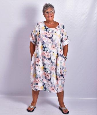 Jurk, wit met bloemenprint, 100% linnen, halflange mouw, ronde hals, steekzakken, mooie belijning