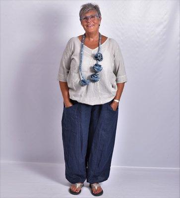 Broek linnen, donker blauw, grote zakken op voorpand, rekbare taille, linnen.
