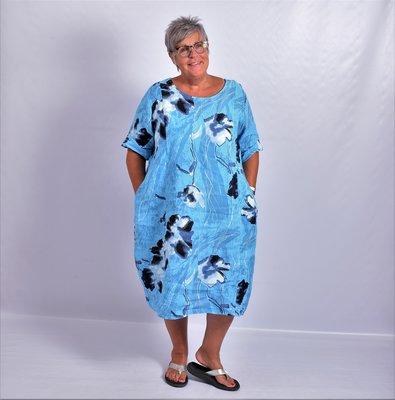Jurk, blauw met print, oprolbare mouw, mooie pasvorm, 100% linnen, grote A-lijn
