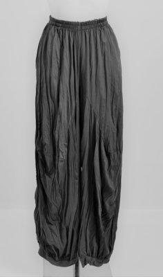 ..Broek, antraciet, gecrasht tricot, ballonmodel met steekzakken en elastische taille, ingestikte naden