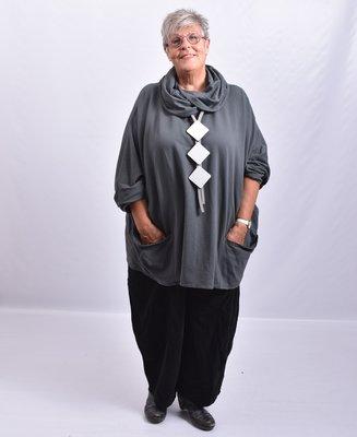 Tuniek, antraciet, wijd model, met col en zakken op voorpand, aangeknipte lange mouwen