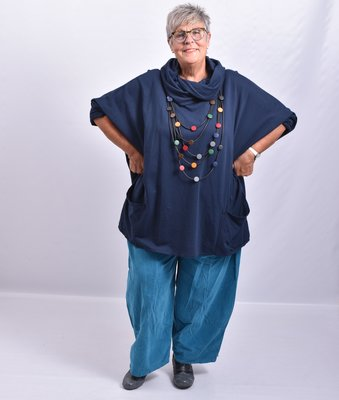Tuniek, blauw,  wijd model, met col en zakken op voorpand, aangeknipte lange mouwen