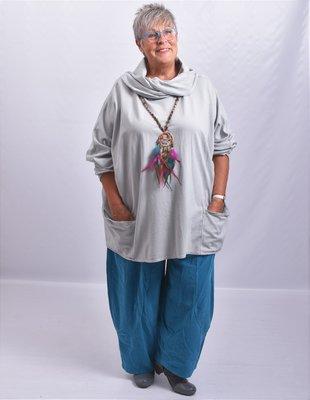 Tuniek, grijs,  wijd model, met col en zakken op voorpand, aangeknipte lange mouwen