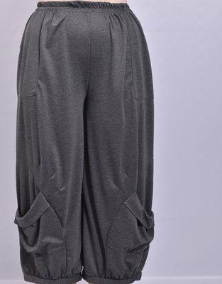 ..Ballonbroek antraciet met opgezette zakken met plooien en rekbare taille, Moonshine.