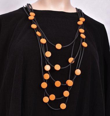 Ketting, rubberen ketting, vijf zwarte snoeren met oranje rondjes