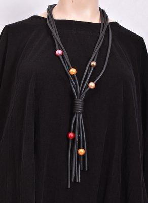 rubberen ketting, zwart, vier snoeren met gekleurde bolletjes