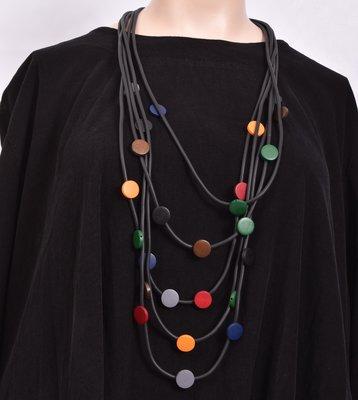 Ketting, rubberen ketting, vijf zwarte snoeren met gekleurde rondjes