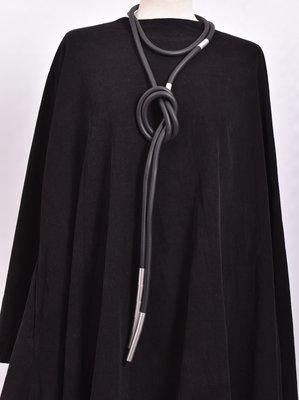 rubberen ketting, zwart, een snoer met RVS
