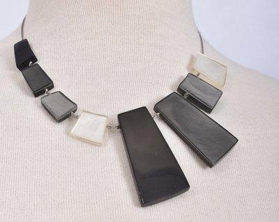 Ketting, zwart, wit, grijs, asymmetrisch aluminium en hars