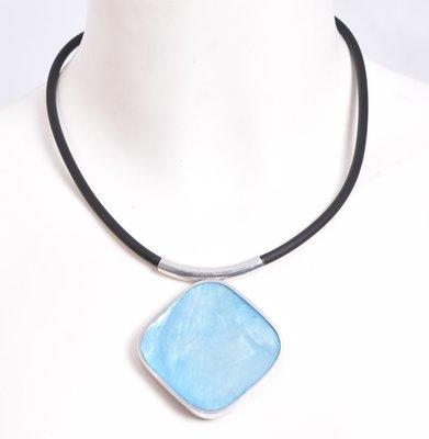 Ketting, hanger blauw van schelp, 2 kanten draagbaar. ledere halssnoer