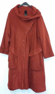 Lange mantel van Kristina steenrood