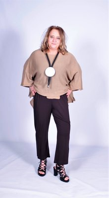 A.part tricot broek bruin.