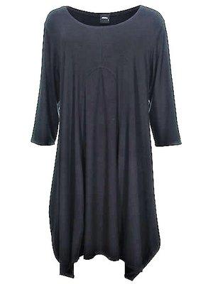 .Zwart Dress jurk/ lange  tuniek Jola.Mooie pasvorm smal op de schouders en dan wijd uitlopend.