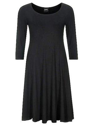 Zwart Dress Emma.Mooie pasvorm smal op de schouders en taille dan wijd uitlopend.